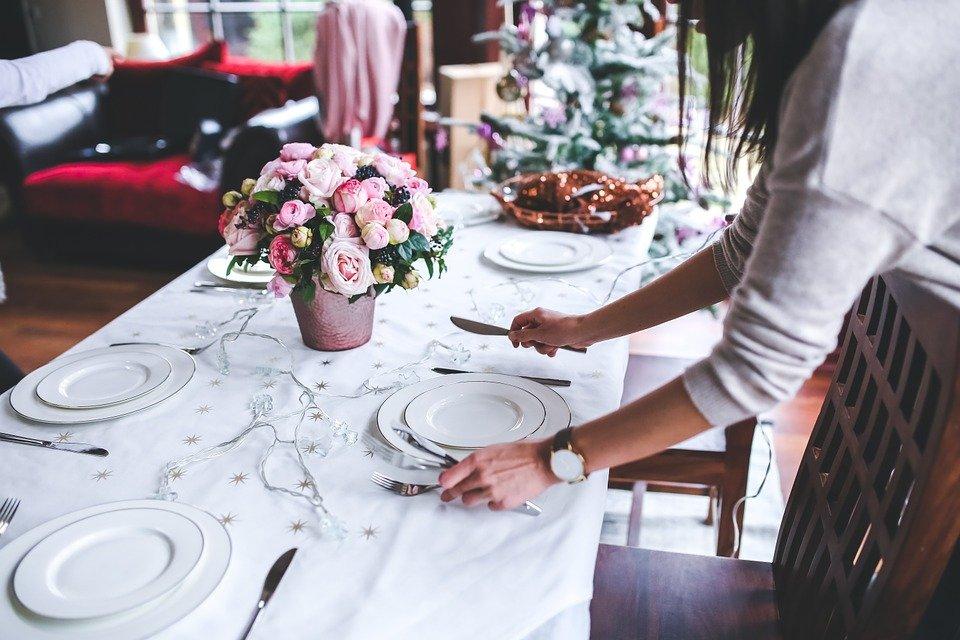 Idee per apparecchiare la tavola a Natale